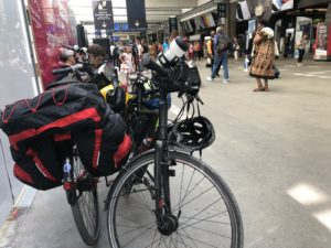 Attente à la garede Montparnasse